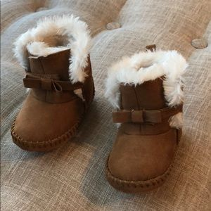 Toddler suede fur boots. Size 4.